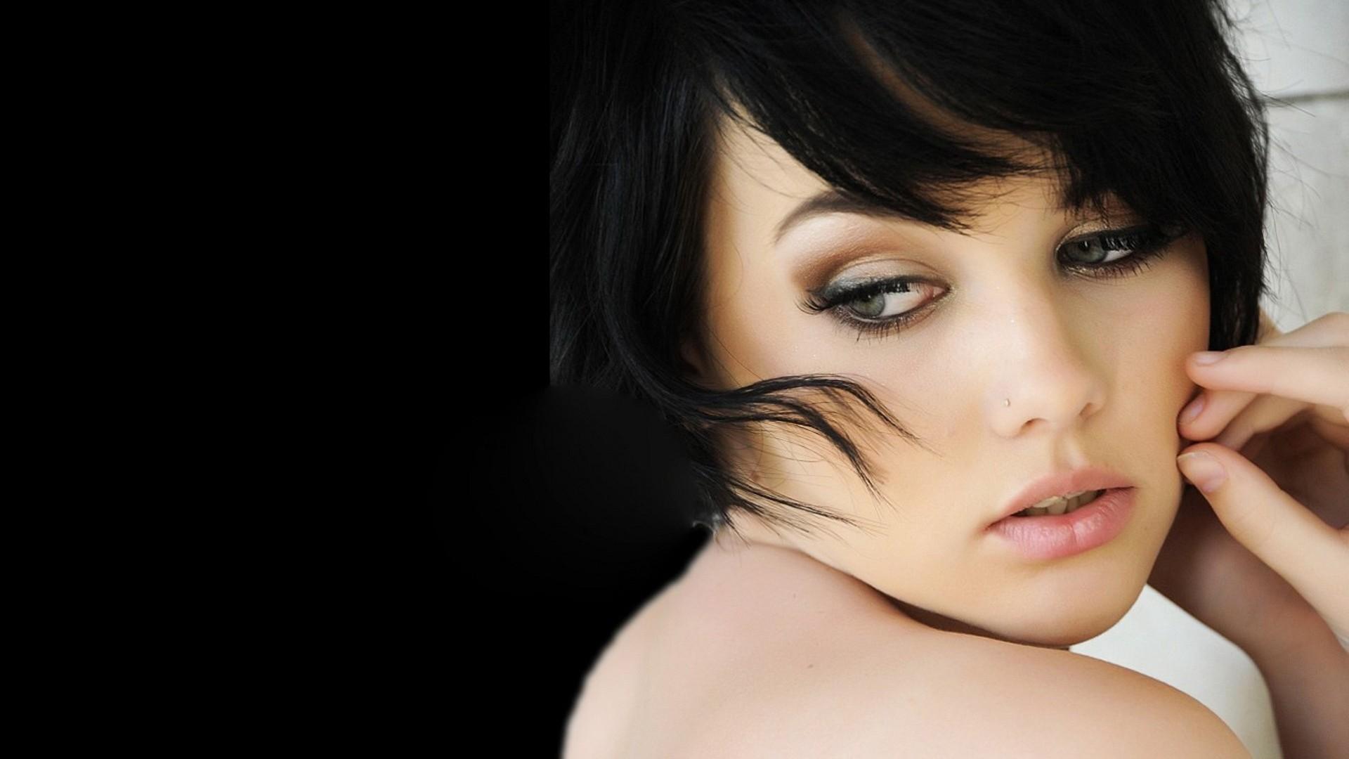 девушка милая лицо взгляд брюнетка глаза  № 649067  скачать